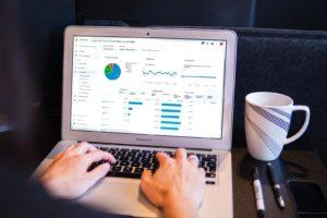 how to use google Analytics - Photo by Myriam Jessier